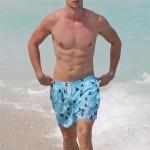 Patrick Schwarzenegger sin camiseta