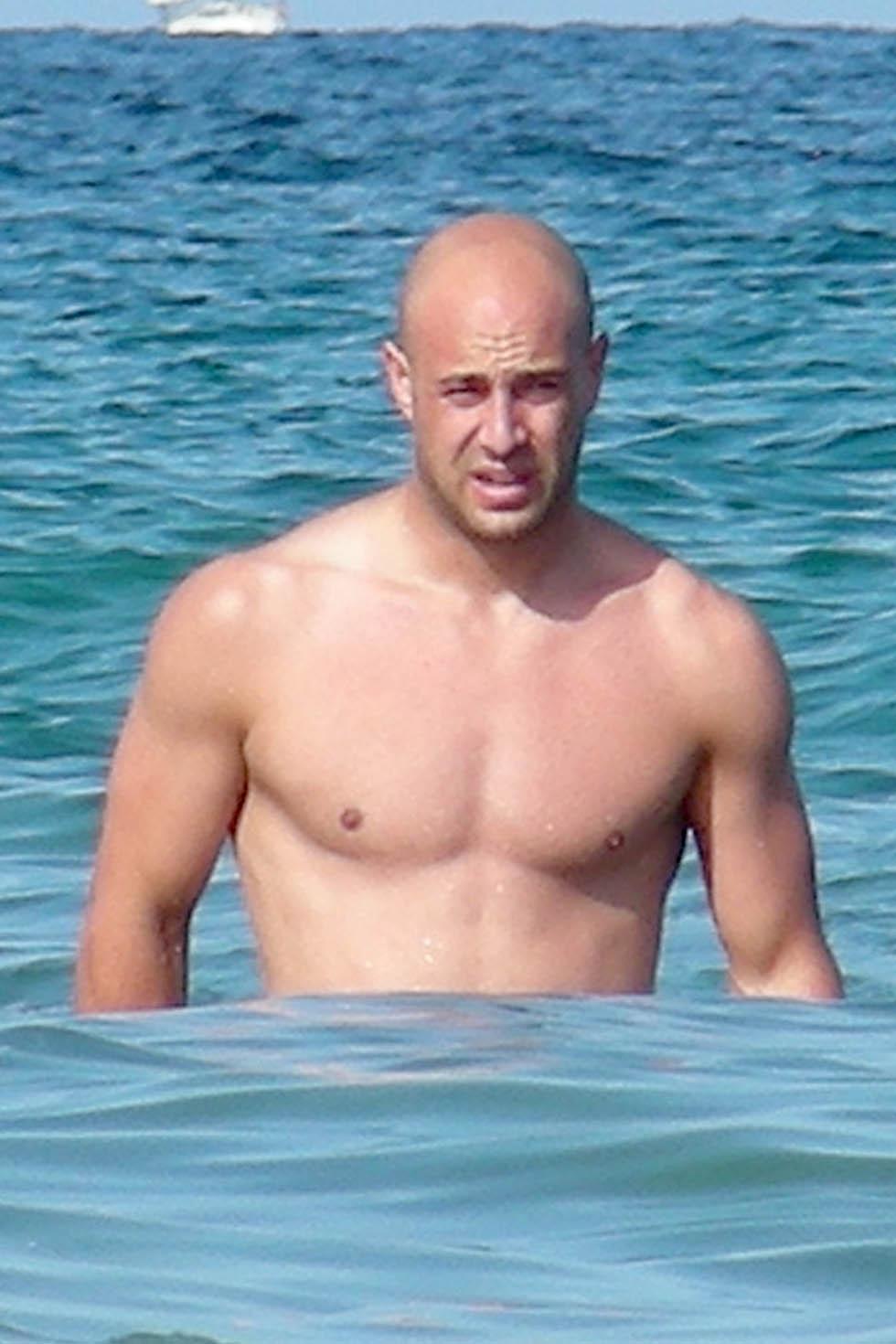 Pepe Reina sin camiseta