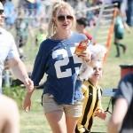 Britney comiendo