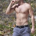 Chace Crawford sin camiseta