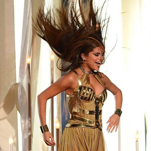 selena-gomez-billboard-music-awards-2013