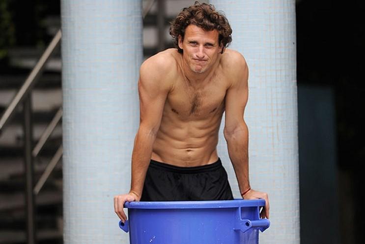 Diego Forlan sin camiseta