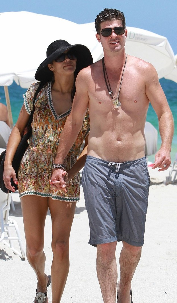 Robin Thicke en la playa 2011