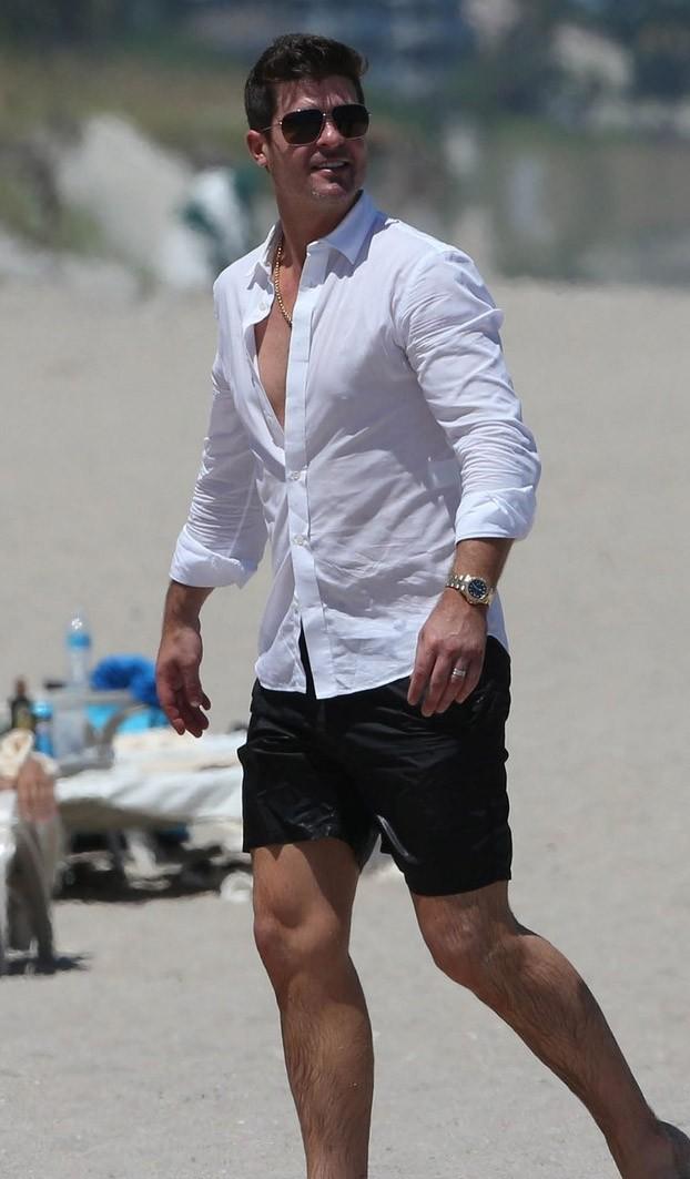 Robin Thicke en la playa 2013