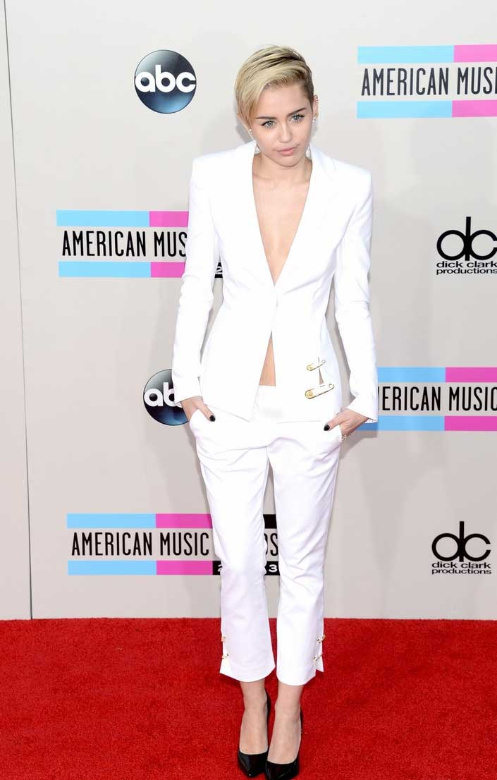 Miley Cyrus vestida