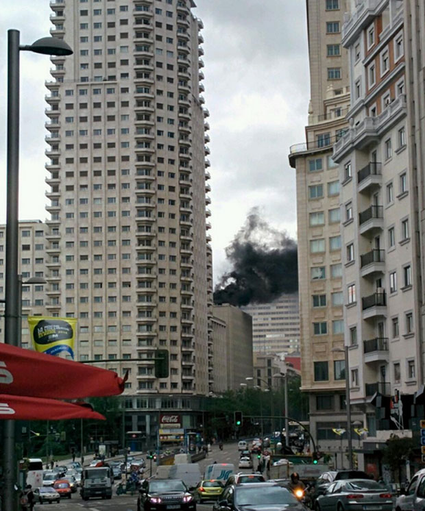 aparatoso incendio en la plaza de los cubos de madrid