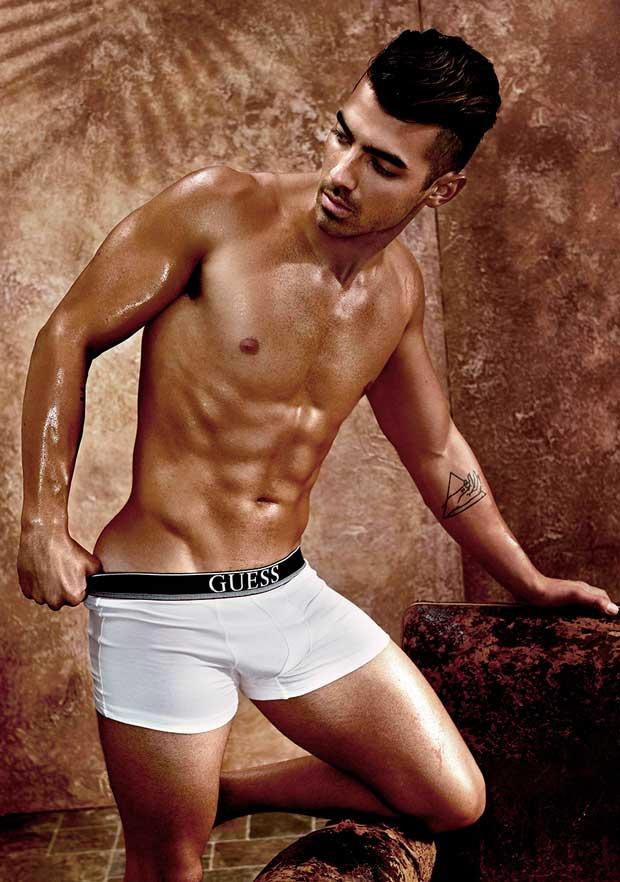 Joe Jonas desnudo