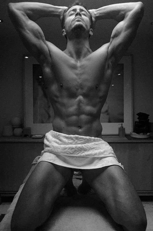 Marco Ferri desnudo