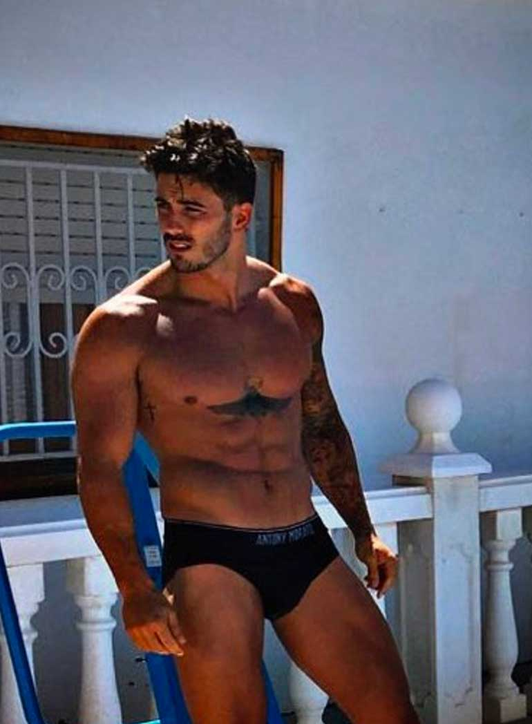 Iván Supervivientes desnudo
