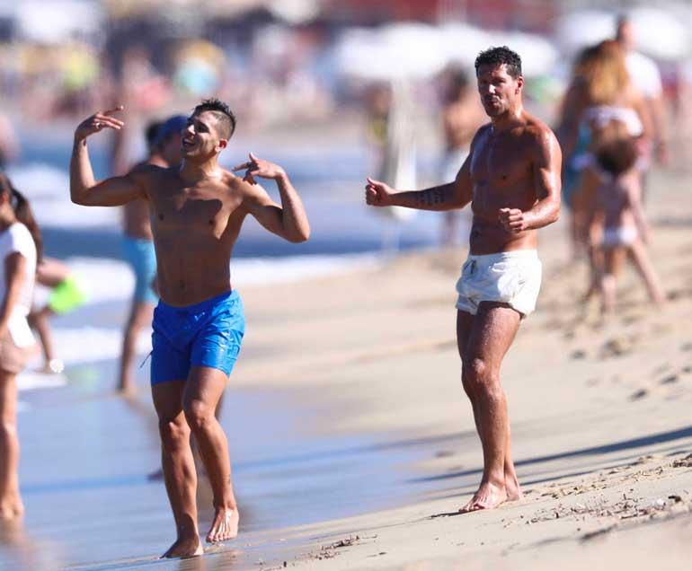 Simeone en la playa