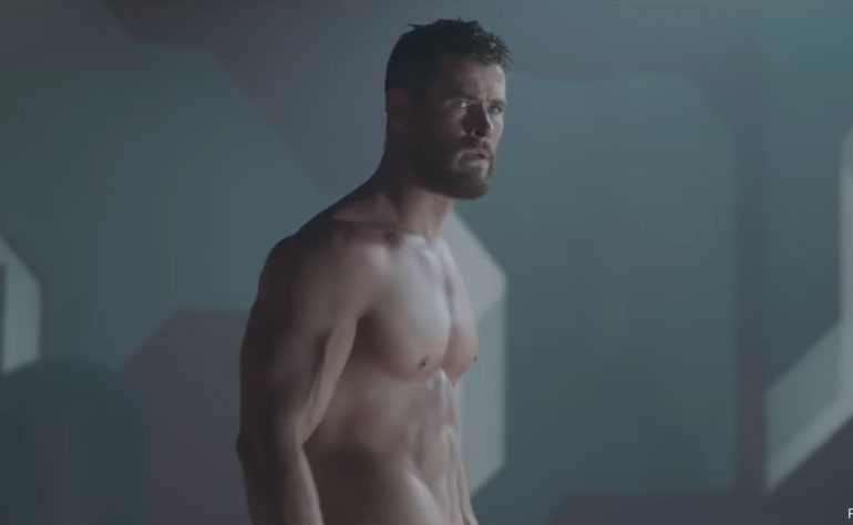 Chris Hemsworth sin camiseta