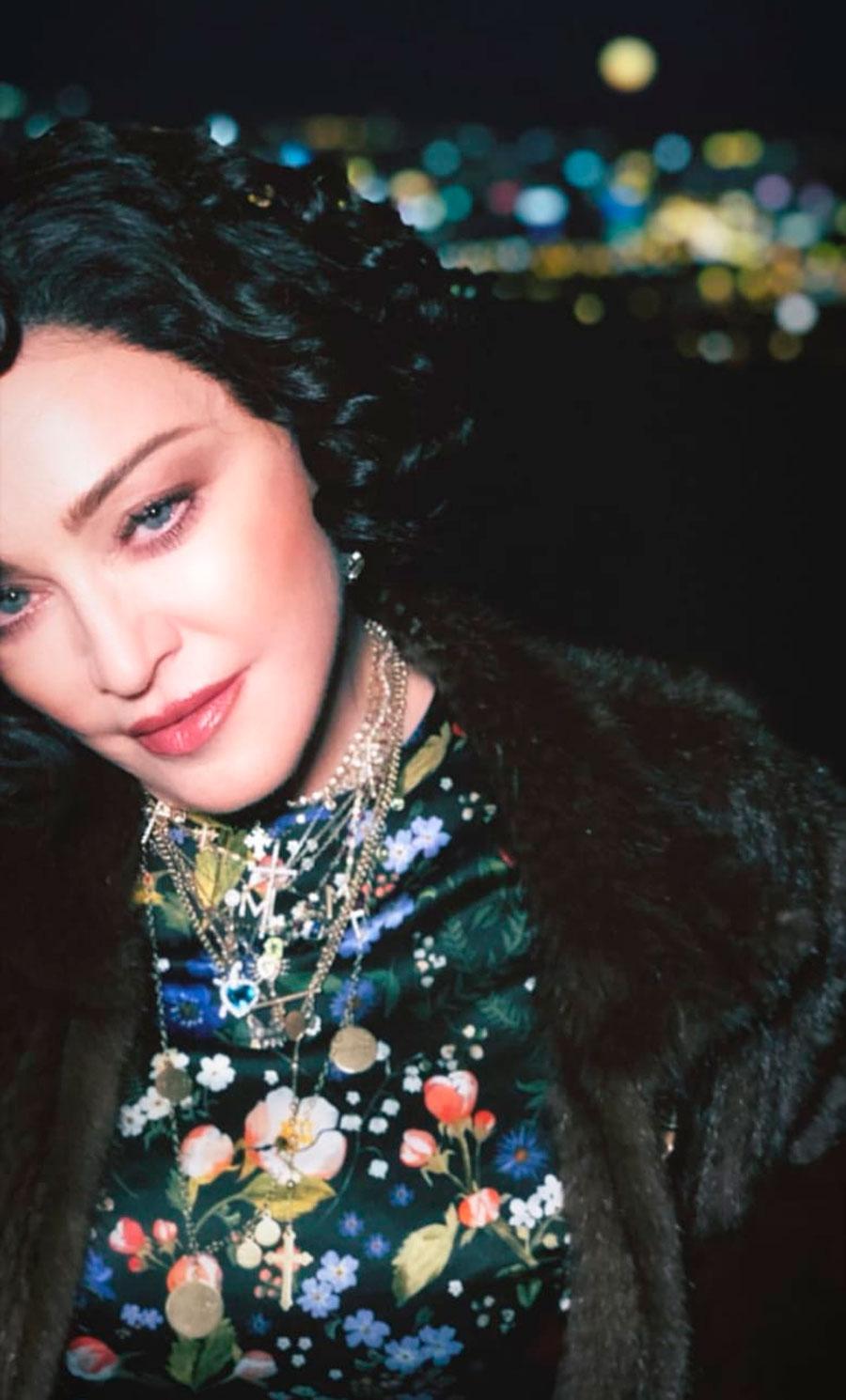 Madonna pelo negro