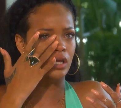 Rihanna llorando