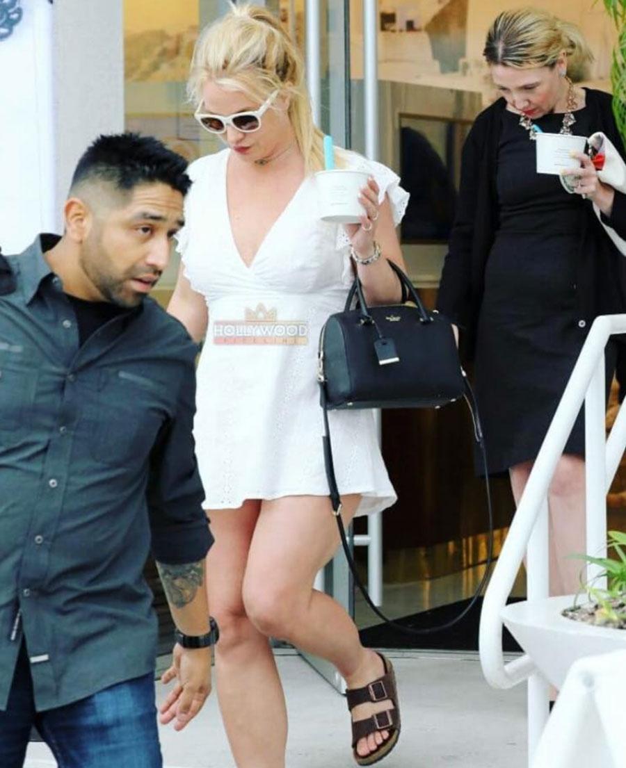 Britney Spears tomando helado
