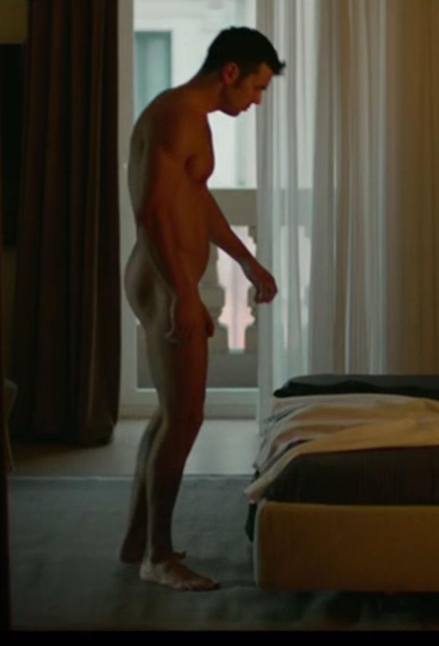 Mario Casas desnudo