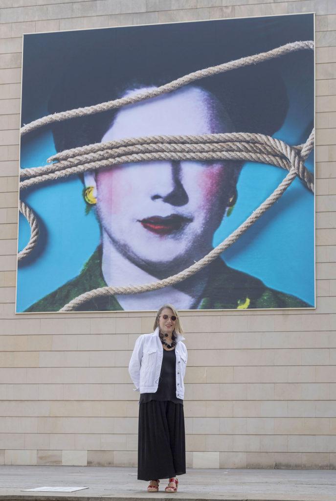 Intervención 'Los cielos están cosidos' de Carmen Calvo en la fachada del IVAM